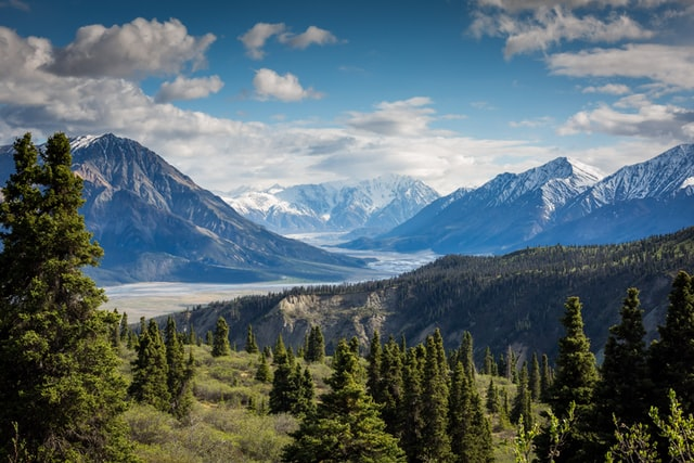4 Extraordinary Hiking Trails For Canada's 4 Seasons