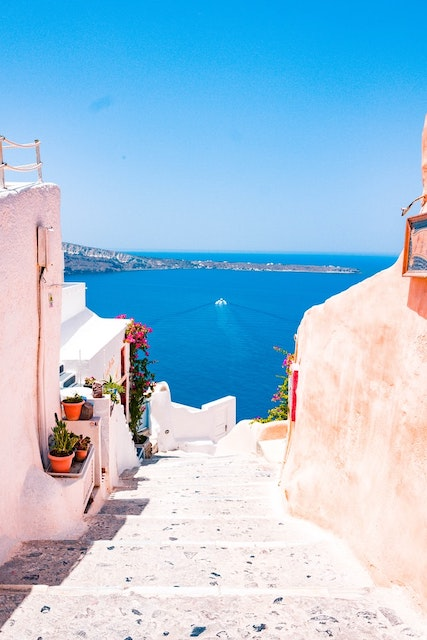 Extraordinarily Helpful Tips for Solo Travel in Greece