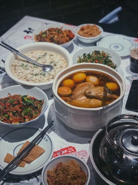 Chinese Dining Etiquette: 15 Rules for Eating in China