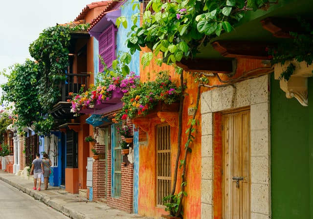 Safety, Romance and Health in Colombia: Dawn's Tips